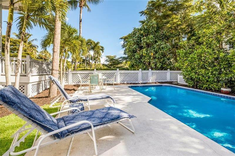 19. Single Family Homes for Sale at 16430 GULF SHORES DRIVE Boca Grande, Florida 33921 United States