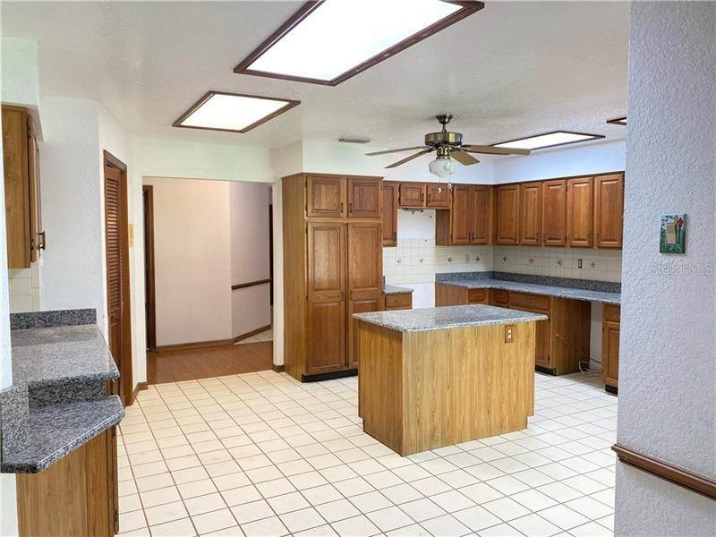 8. Single Family Homes for Sale at 6023 VALLEY SPRING DRIVE Brooksville, Florida 34601 United States