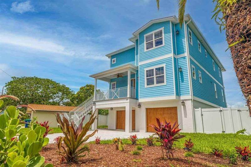Single Family Homes por un Venta en 371 12TH AVENUE Indian Rocks Beach, Florida 33785 Estados Unidos