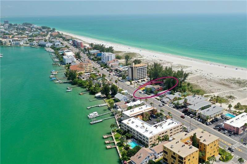 Multi-Family Homes por un Venta en 10218 GULF BOULEVARD Treasure Island, Florida 33706 Estados Unidos