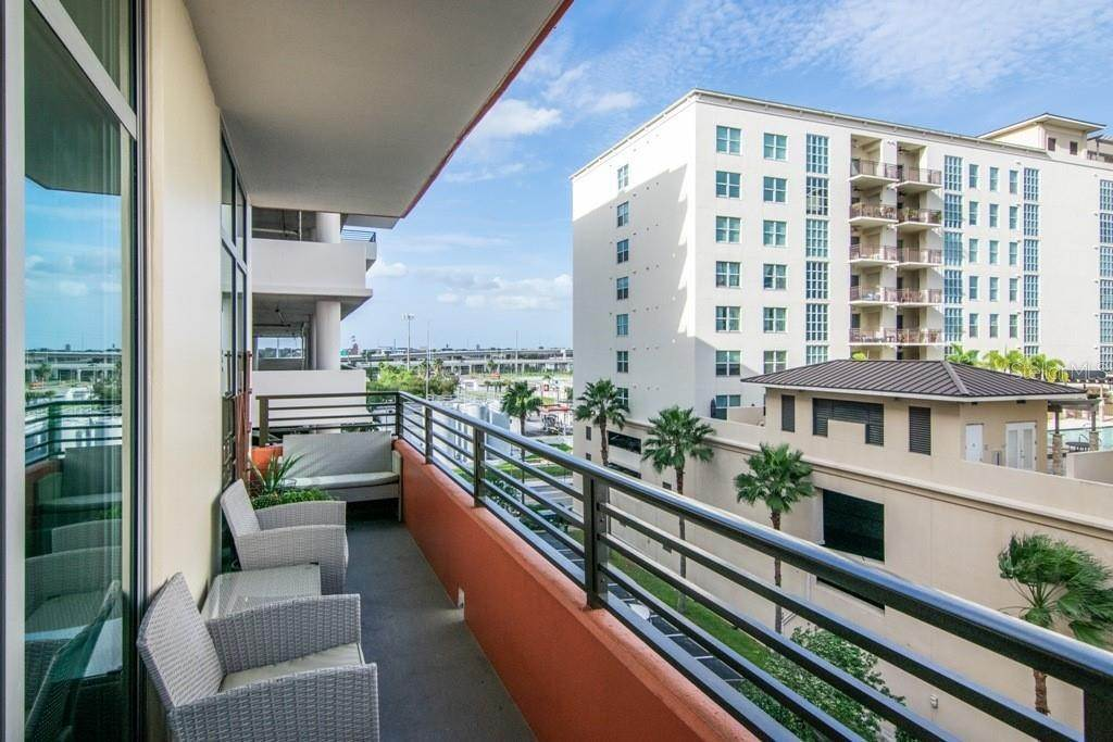 19. Condominiums for Sale at 1208 E KENNEDY BOULEVARD 521 Tampa, Florida 33602 United States