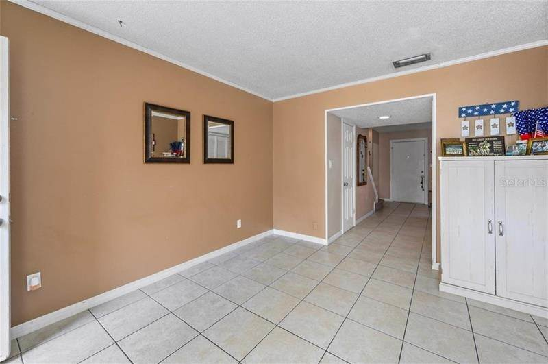 9. townhouses for Sale at 9011 PEBBLE CREEK DRIVE Tampa, Florida 33647 United States