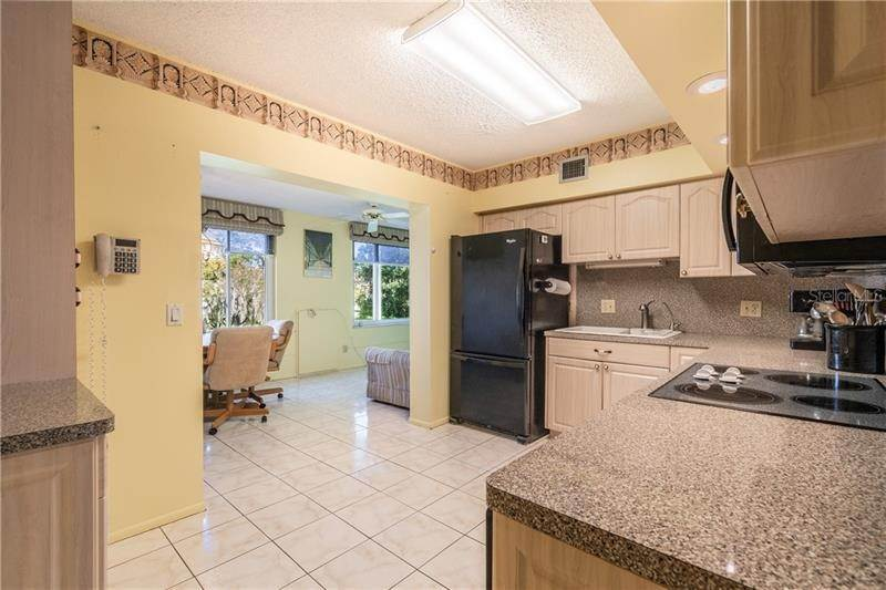13. Condominiums for Sale at 2402 ECUADORIAN WAY 34 Clearwater, Florida 33763 United States