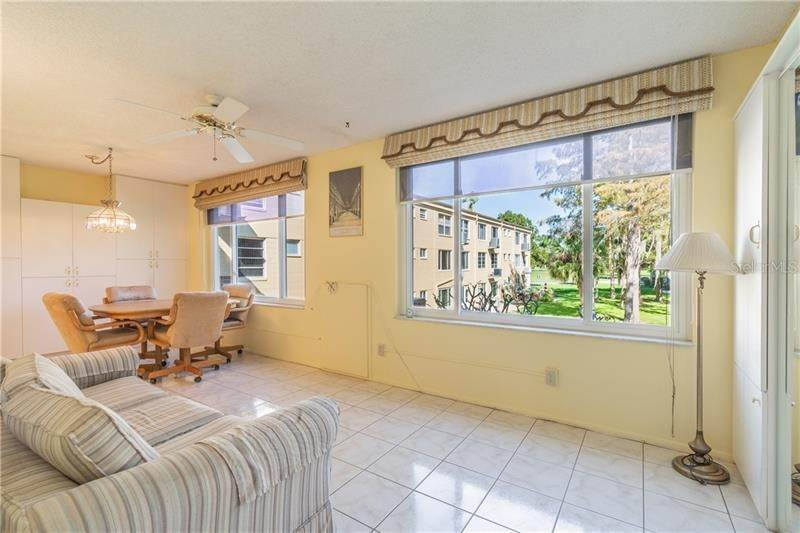 18. Condominiums for Sale at 2402 ECUADORIAN WAY 34 Clearwater, Florida 33763 United States