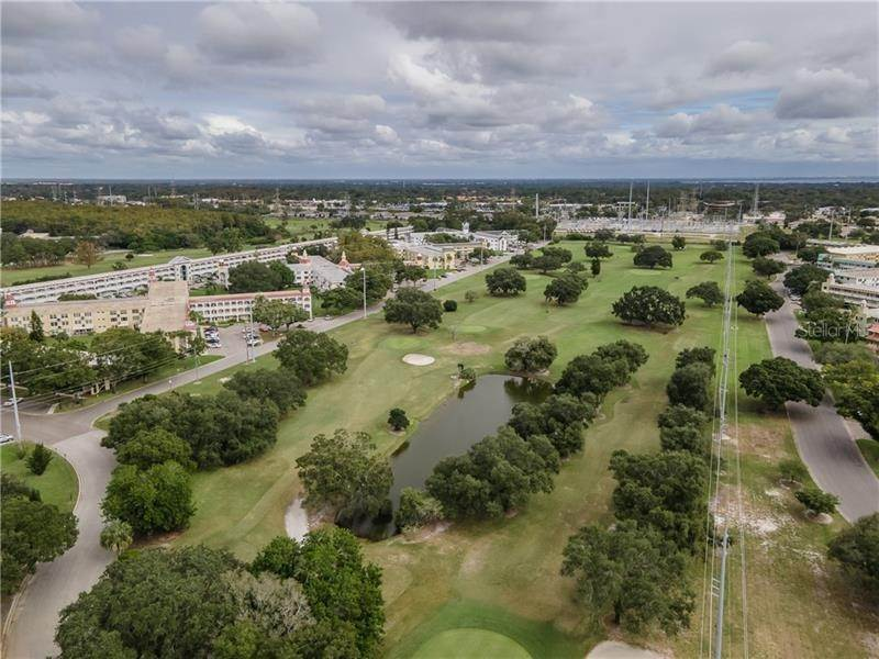 16. Condominiums for Sale at 2000 WORLD PARKWAY BOULEVARD 22 Clearwater, Florida 33763 United States
