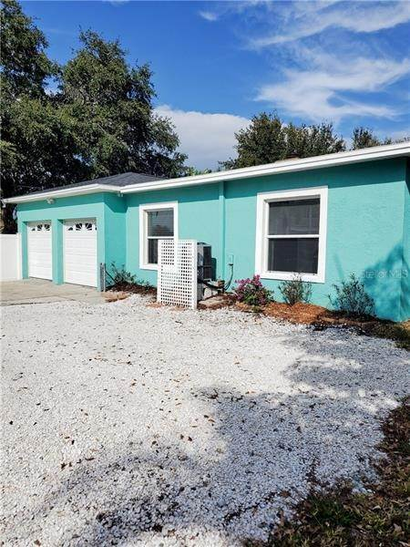 18. Single Family Homes for Sale at 7430 2ND AVENUE N St. Petersburg, Florida 33710 United States
