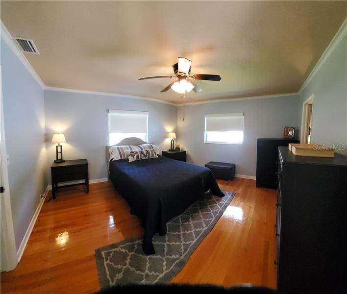 9. Single Family Homes for Sale at 7430 2ND AVENUE N St. Petersburg, Florida 33710 United States
