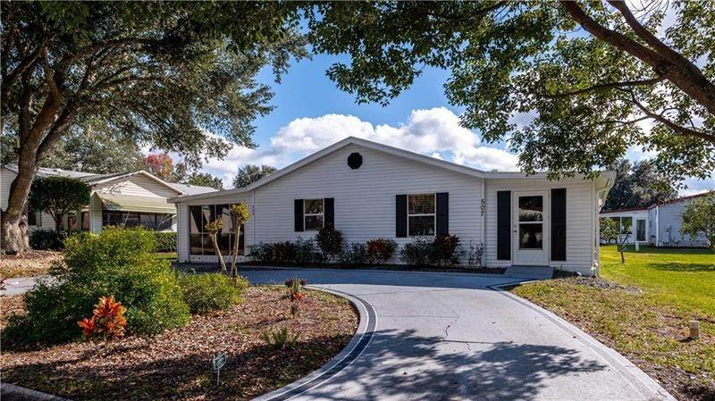 3. Single Family Homes for Sale at 507 SAINT ANDREWS BOULEVARD Lady Lake, Florida 32159 United States