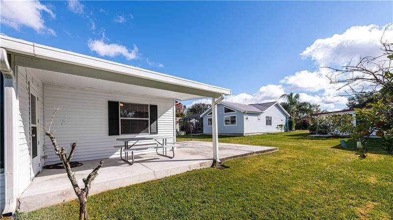 7. Single Family Homes for Sale at 507 SAINT ANDREWS BOULEVARD Lady Lake, Florida 32159 United States