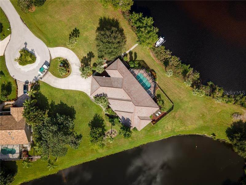 13. Single Family Homes for Sale at 250 & 260 CORAL CREEK DRIVE Placida, Florida 33946 United States