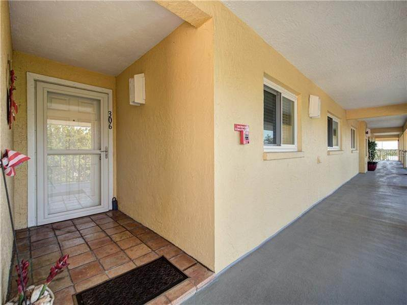 4. Condominiums for Sale at 1125 PINELLAS BAYWAY S 306 Tierra Verde, Florida 33715 United States
