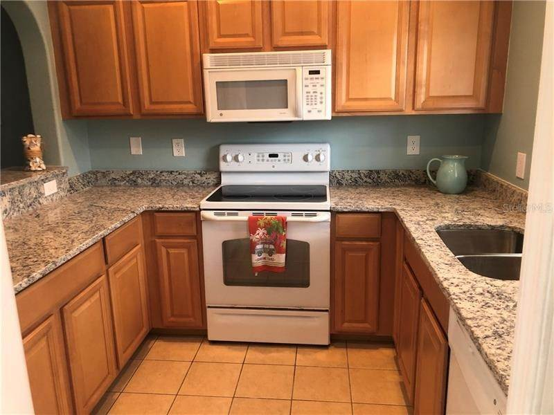 4. townhouses for Sale at 323 CAPE HARBOUR LOOP 104 Bradenton, Florida 34212 United States