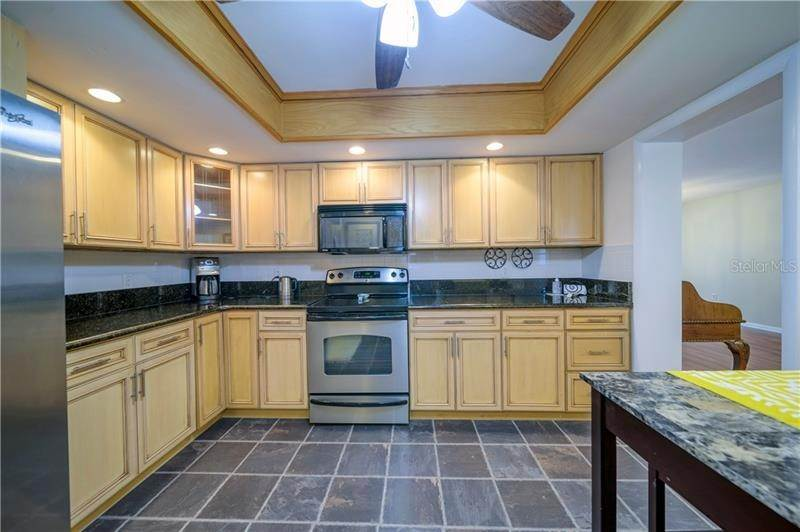 11. Condominiums for Sale at 5020 BRITTANY DRIVE S 322 St. Petersburg, Florida 33715 United States