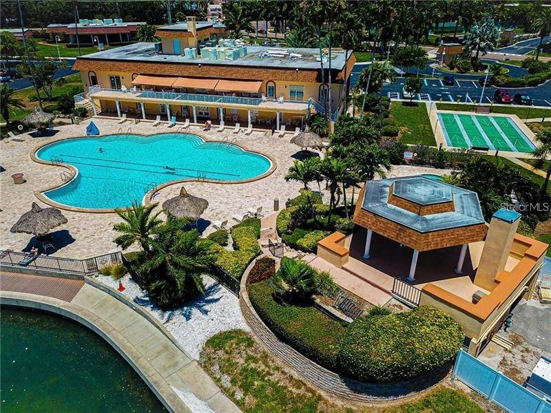 20. Condominiums for Sale at 5020 BRITTANY DRIVE S 322 St. Petersburg, Florida 33715 United States