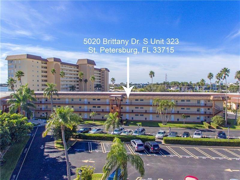 3. Condominiums for Sale at 5020 BRITTANY DRIVE S 322 St. Petersburg, Florida 33715 United States