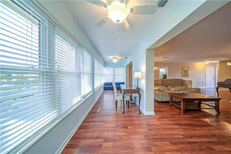 7. Condominiums for Sale at 5020 BRITTANY DRIVE S 322 St. Petersburg, Florida 33715 United States