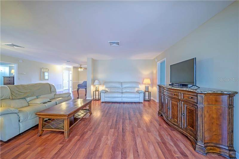 9. Condominiums for Sale at 5020 BRITTANY DRIVE S 322 St. Petersburg, Florida 33715 United States
