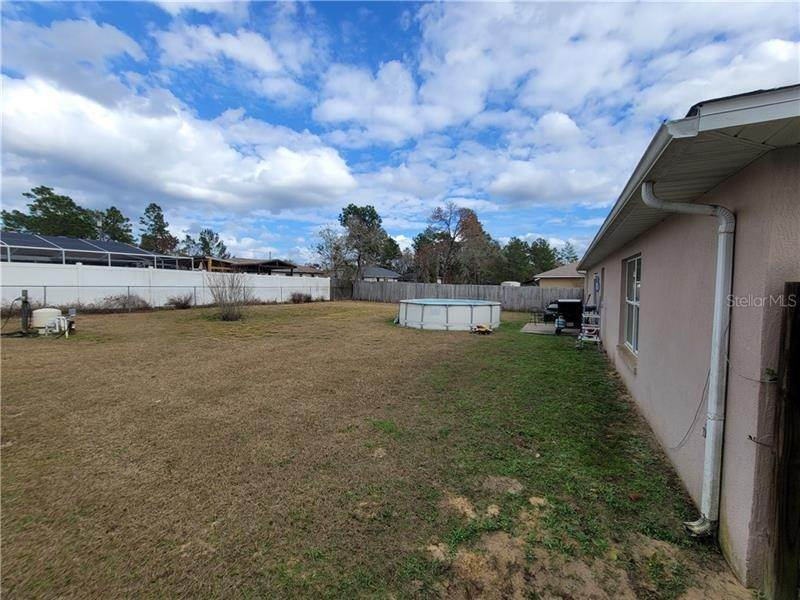 3. Single Family Homes for Sale at 5 REDWOOD RUN TRACK Ocala, Florida 34472 United States