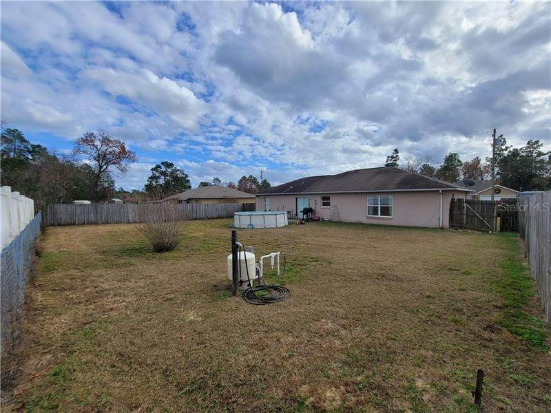 4. Single Family Homes for Sale at 5 REDWOOD RUN TRACK Ocala, Florida 34472 United States
