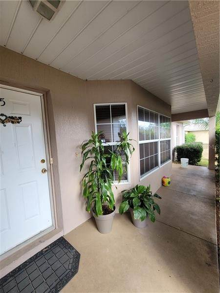 7. Single Family Homes for Sale at 5 REDWOOD RUN TRACK Ocala, Florida 34472 United States