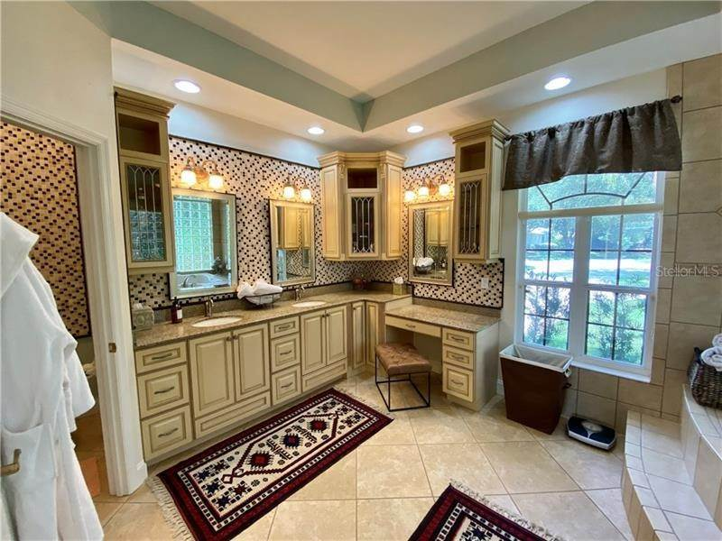 16. Single Family Homes for Sale at 6915 CUMBERLAND TERRACE University Park, Florida 34201 United States