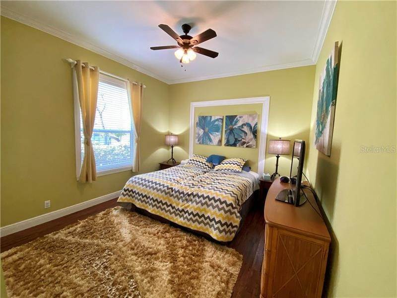 18. Single Family Homes for Sale at 6915 CUMBERLAND TERRACE University Park, Florida 34201 United States