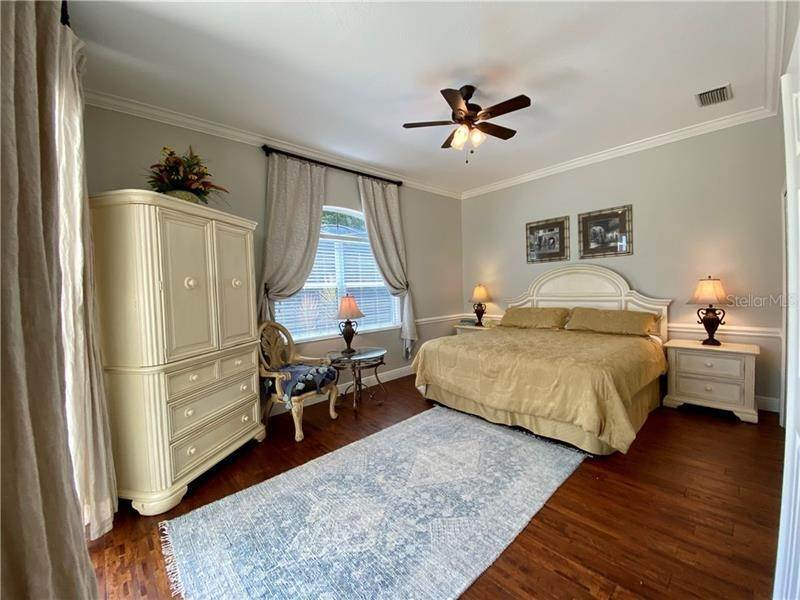 19. Single Family Homes for Sale at 6915 CUMBERLAND TERRACE University Park, Florida 34201 United States