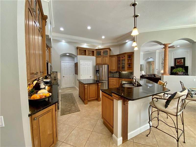 6. Single Family Homes for Sale at 6915 CUMBERLAND TERRACE University Park, Florida 34201 United States