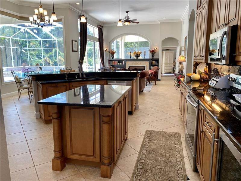 7. Single Family Homes for Sale at 6915 CUMBERLAND TERRACE University Park, Florida 34201 United States