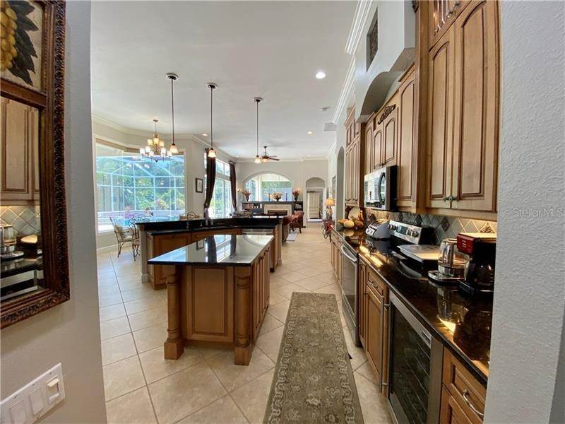 8. Single Family Homes for Sale at 6915 CUMBERLAND TERRACE University Park, Florida 34201 United States