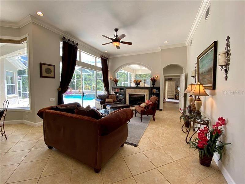 9. Single Family Homes for Sale at 6915 CUMBERLAND TERRACE University Park, Florida 34201 United States