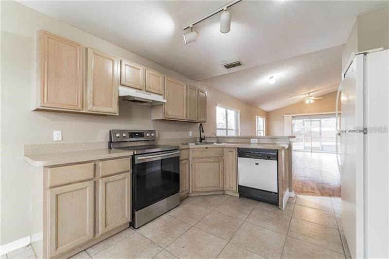 11. Single Family Homes for Sale at 8135 FORT THOMAS WAY Orlando, Florida 32822 United States