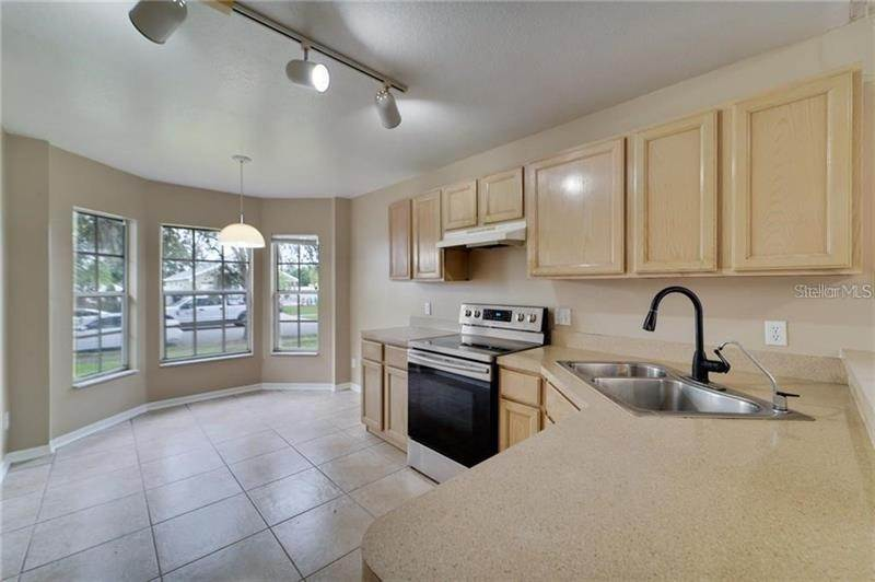 8. Single Family Homes for Sale at 8135 FORT THOMAS WAY Orlando, Florida 32822 United States