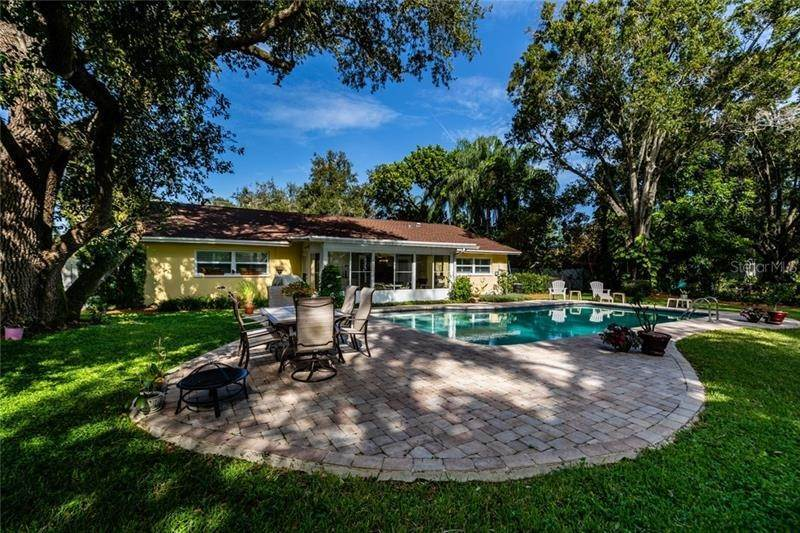8. Single Family Homes for Sale at 5281 VENETIAN BOULEVARD NE St. Petersburg, Florida 33703 United States