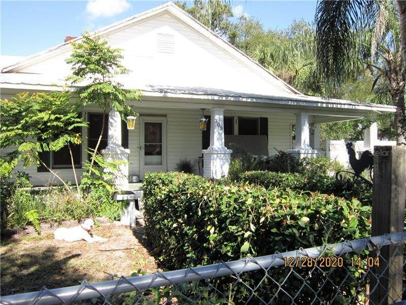 2. Single Family Homes for Sale at 303 E POLK AVENUE Lake Wales, Florida 33853 United States