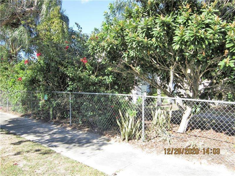 3. Single Family Homes for Sale at 303 E POLK AVENUE Lake Wales, Florida 33853 United States
