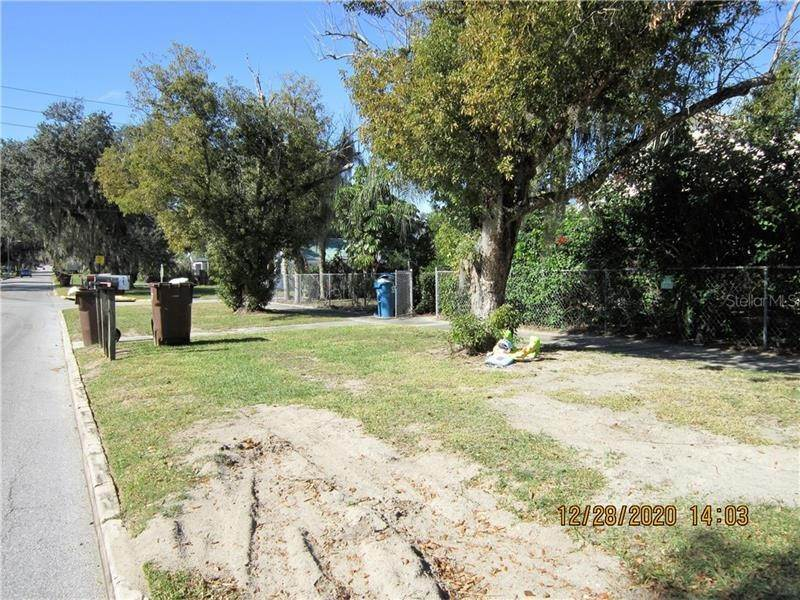 4. Single Family Homes for Sale at 303 E POLK AVENUE Lake Wales, Florida 33853 United States