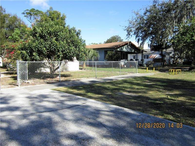 5. Single Family Homes for Sale at 303 E POLK AVENUE Lake Wales, Florida 33853 United States