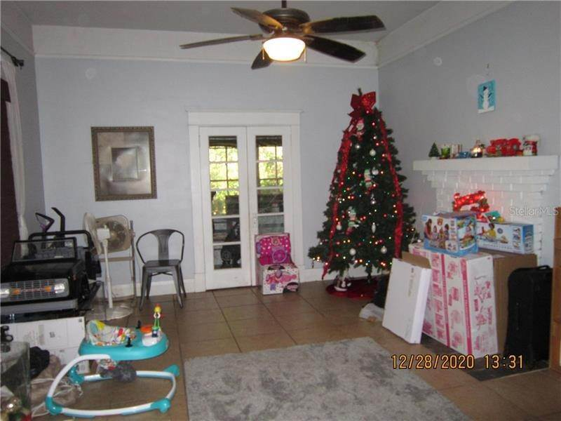 9. Single Family Homes for Sale at 303 E POLK AVENUE Lake Wales, Florida 33853 United States