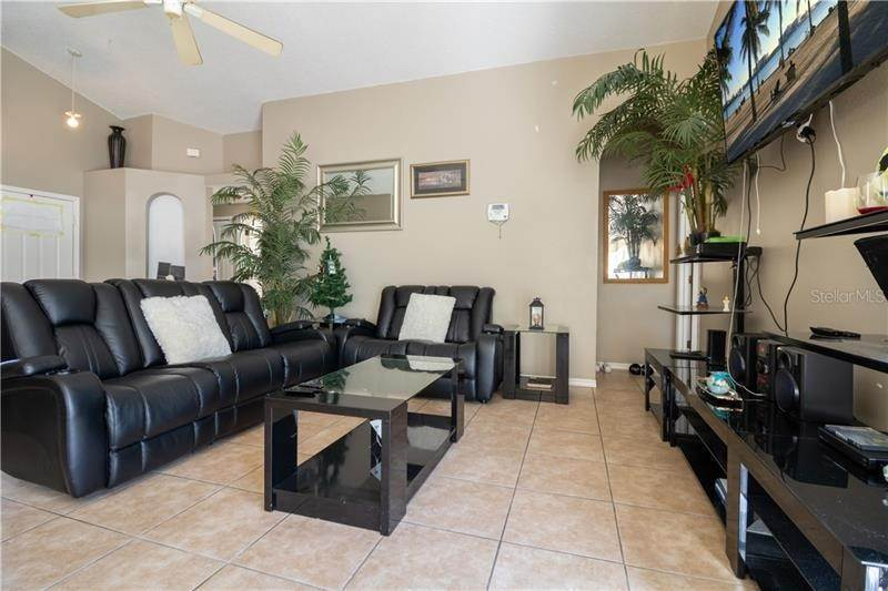 4. Single Family Homes for Sale at 4929 DUNMORE LANE Kissimmee, Florida 34746 United States