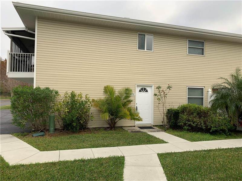 7. Condominiums for Sale at 4128 YELLOW PINE LANE 4 Orlando, Florida 32811 United States