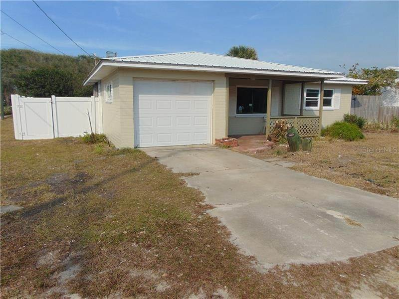 2. Single Family Homes for Sale at 200 BEACHWAY AVENUE New Smyrna Beach, Florida 32169 United States