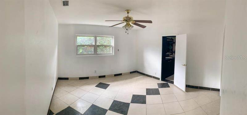 20. Single Family Homes for Sale at 1537 CARSON CIRCLE NE St. Petersburg, Florida 33703 United States