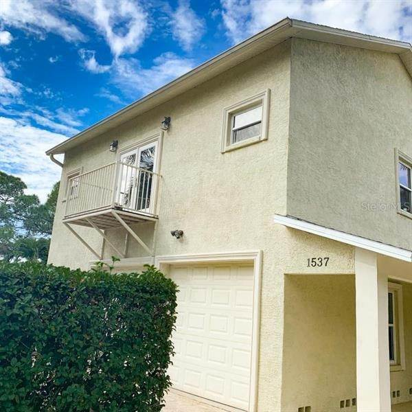 3. Single Family Homes for Sale at 1537 CARSON CIRCLE NE St. Petersburg, Florida 33703 United States