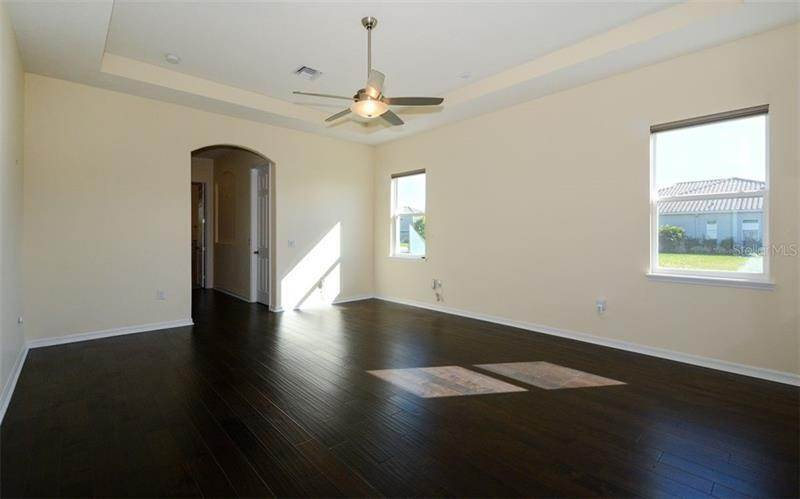 13. Single Family Homes for Sale at 4820 VASCA DRIVE Sarasota, Florida 34240 United States