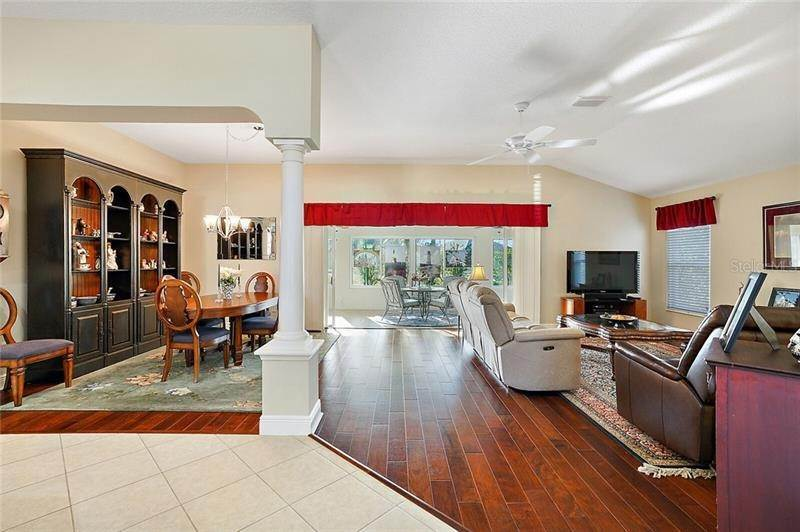 8. Single Family Homes for Sale at 2477 MAVERICK WAY The Villages, Florida 32162 United States