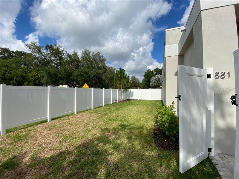 2. Single Family Homes for Sale at 881 S JEFFERSON AVENUE Sarasota, Florida 34237 United States