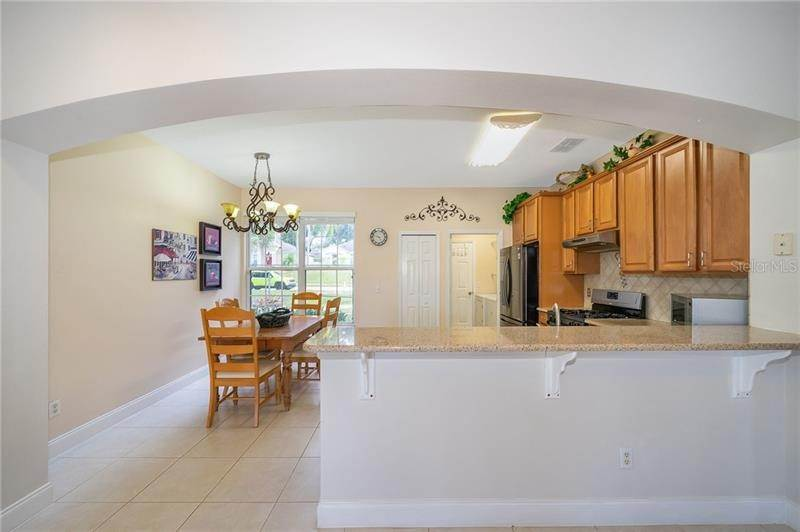 17. Single Family Homes for Sale at 871 COOL SPRINGS CIRCLE Ocoee, Florida 34761 United States