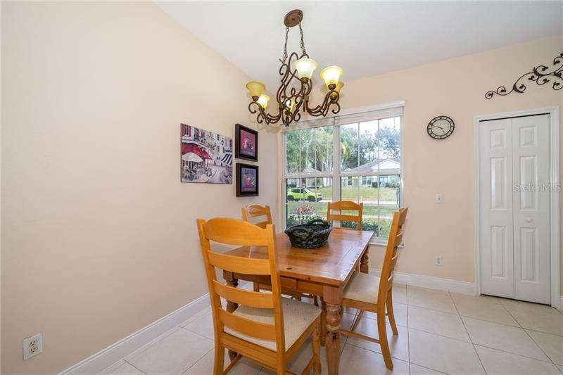 18. Single Family Homes for Sale at 871 COOL SPRINGS CIRCLE Ocoee, Florida 34761 United States