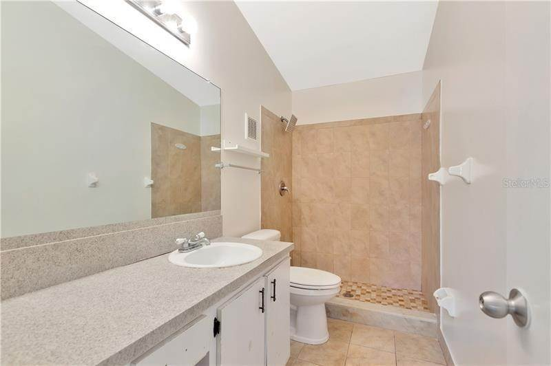 19. townhouses for Sale at 7718 GULF COURT Temple Terrace, Florida 33637 United States